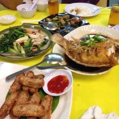 Photo taken at Restoran 9888 (发记海鲜楼) by YT K. on 7/1/2015