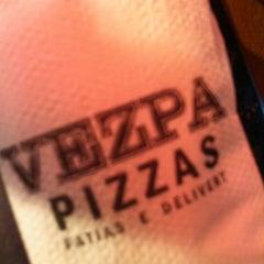 Photo taken at Vezpa Pizzas by Leeandro L. on 3/31/2013