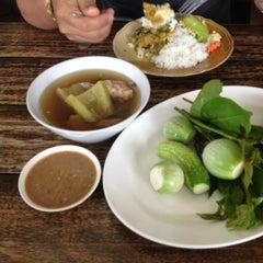 Photo taken at ร้านอาหารนายหัว by Sittichai L. on 6/15/2013
