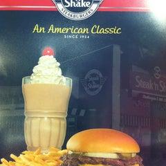 Photo taken at Steak 'n Shake by Heather N. on 5/30/2013