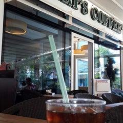 Photo taken at Robert's Coffee by samet Ö. on 7/29/2013