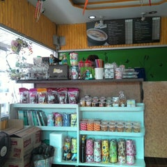 Photo taken at บ้านกาแฟเอกเขนก by Miner 2. on 6/14/2015