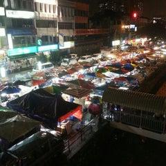 Photo taken at Pasar Malam Taman Connaught 康乐 by Tata T. on 11/28/2012