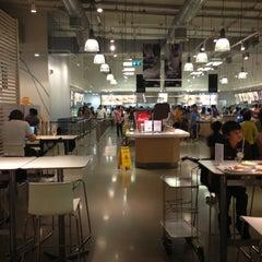 Photo taken at IKEA Restaurant & Café (อิเกีย ร้านอาหารและคาเฟ่) by Ty W. on 5/5/2013