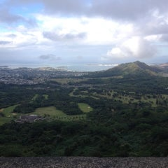 Photo taken at Nuʻuanu Pali Lookout by Liam on 12/5/2012