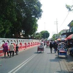 Photo taken at Makam Proklamator Bung Karno by Andy W. on 11/1/2015