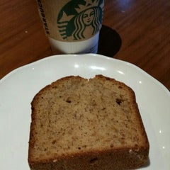 Photo taken at Starbucks by Dorothy W. on 9/25/2015