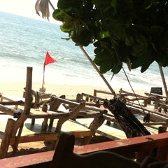 Photo taken at Lanta Paradise Beach Resort by Benchaphon P. on 4/20/2013
