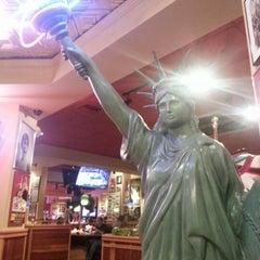 Photo taken at Red Robin Gourmet Burgers by Savovo L. on 11/17/2012