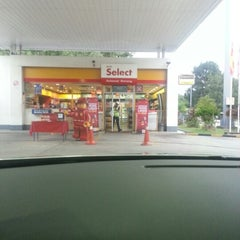 Photo taken at Shell by aina a. on 11/13/2012