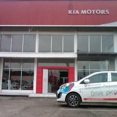 Photo taken at KIA showroom PT.Pratama Transindo by Kurniawan on 6/6/2013
