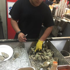 Photo taken at Pete's Clam Stop by Geraldine V. on 9/20/2015