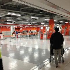 Photo taken at 成田国際空港 第2ターミナル (Narita International Airport - Terminal 2) by Hiroki W. on 3/9/2013