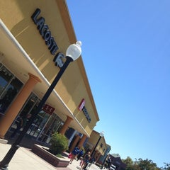 Photo taken at Gilroy Premium Outlets by Davinizky on 8/2/2013