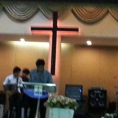 Photo taken at Hope Bangkok Church (คริสตจักรความหวังกรุงเทพฯ) by Janggy J. on 11/11/2012