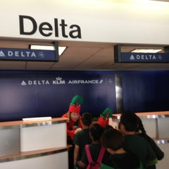 Photo taken at Terminal 5 by Natacha H. on 12/4/2012