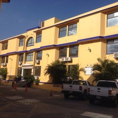 Photo taken at Paradise Inn by Alexis V. on 8/3/2014