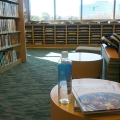 Photo taken at Redwood Shores Branch Library by Vanusa C. on 2/14/2013