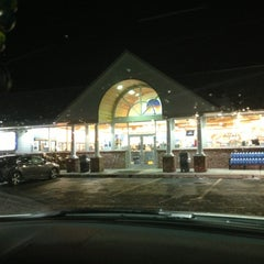 Photo taken at Nice N Easy Grocery Shoppe by Parrish G. on 11/26/2012
