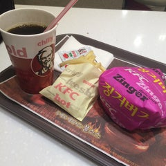 Photo taken at KFC by Young Jun K.🙇 on 2/13/2015