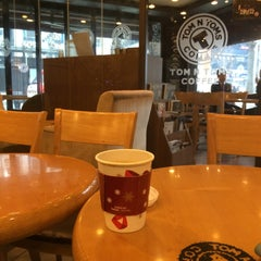 Photo taken at TOM N TOMS COFFEE by Young Jun K.🙇 on 12/12/2014