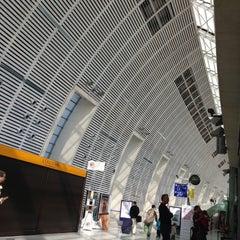 Photo taken at Gare SNCF d'Avignon TGV by Blauer serious Pro! B. on 5/11/2013