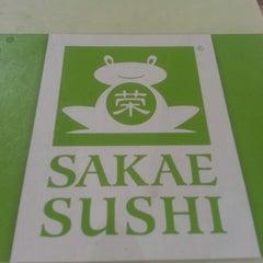 Photo taken at Sakae Sushi by WoeiCheng W. on 4/4/2013