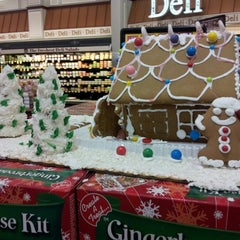 Photo taken at Harris Teeter by Jenessy A. on 11/22/2012