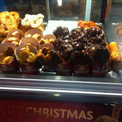 Photo taken at Auntie Anne's by Yana R. on 12/17/2014