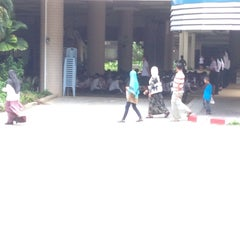 Photo taken at อาคารแพทยศาสตรศึกษาราชนครินทร์ (ตึกแดง) by Untralove J. on 8/12/2014