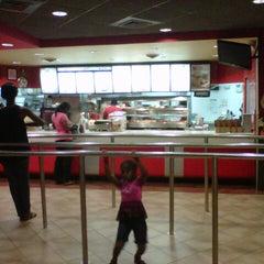 Photo taken at KFC by Emran (ҎяЭϩЇƉƎŇŦ) R. on 5/22/2013