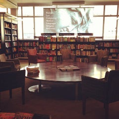 Photo taken at Waterstones by Kuan H. on 3/18/2013