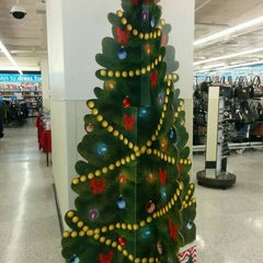 Photo taken at Ross Dress for Less by Shawn T. on 11/28/2015