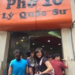 Photo taken at Phở 10 Lý Quốc Sư by Cam P. on 10/13/2013