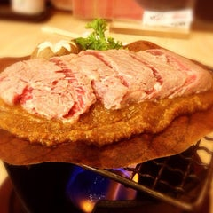 Photo taken at Waraku (วะระคุ) by Nui N. on 9/28/2012