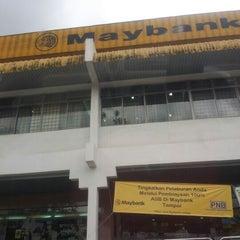 Photo taken at Maybank by Syaridah Affnie J. on 11/14/2012