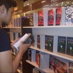 Photo taken at HARRIS Bookstore by Hakim B. on 4/14/2013