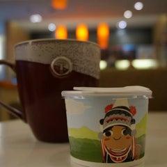 Photo taken at Café DoiTung (คาเฟ่ ดอยตุง) by Ann T. on 8/25/2013