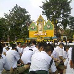Photo taken at โรงเรียนเทพศิรินทร์ (Debsirin School) by Bank s. on 12/4/2012