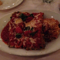 Photo taken at Romano's Macaroni Grill by Bei S. on 1/2/2015