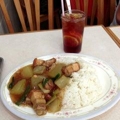 Photo taken at 文豐(小廚)餐廳 by Scott Y. on 10/24/2013