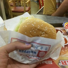 Photo taken at Burger King (เบอร์เกอร์คิง) by Chanika B. on 6/5/2015