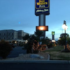 Photo taken at Best Western Plus Abbey Inn by hiro a. on 12/26/2012