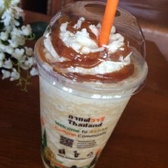 Photo taken at Wawee Coffee (กาแฟวาวี) by kae j. on 2/24/2015