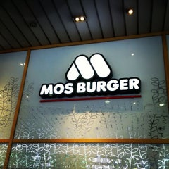 Photo taken at MOS Burger by Chee Leong T. on 10/22/2014