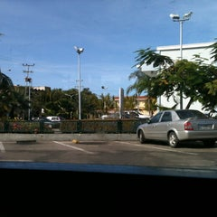 Photo taken at Mc Donald's by Leonardo Z. on 12/29/2012