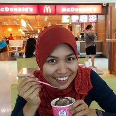 Photo taken at Baskin Robbins by Siti J. on 9/18/2014