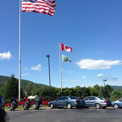 Photo taken at Holiday Inn Resort Lake George-Turf by Vildan A. on 9/4/2013