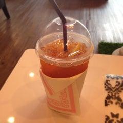 Photo taken at Caffeine Lover (คาเฟอีน เลิฟเวอร์) by Sorapong Y. on 12/9/2013