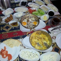 Photo taken at Yalı Cafe & Restaurant by Yekta Ş. on 12/23/2012